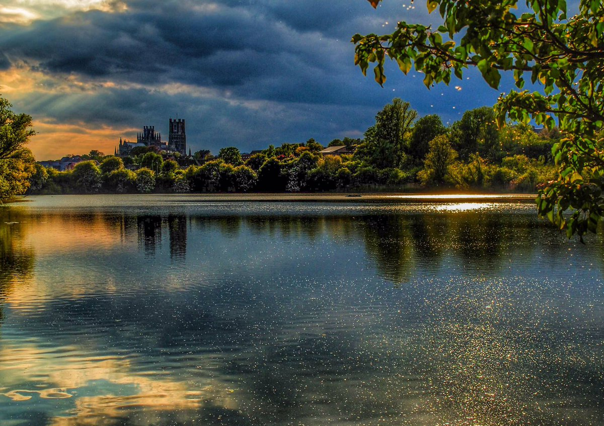 Happy Friday everyone   Looks like there could be some sunshine today for a nice walk along the river.  Fingers crossed   A photo from 2019 taken by Roswell pits towards Ely Cathedral. #ElyCathedral #sunreflections #stormhour #Cambridgeshire #glimmering #lovEly #favoritespic.twitter.com/dtEHQ4V6nr