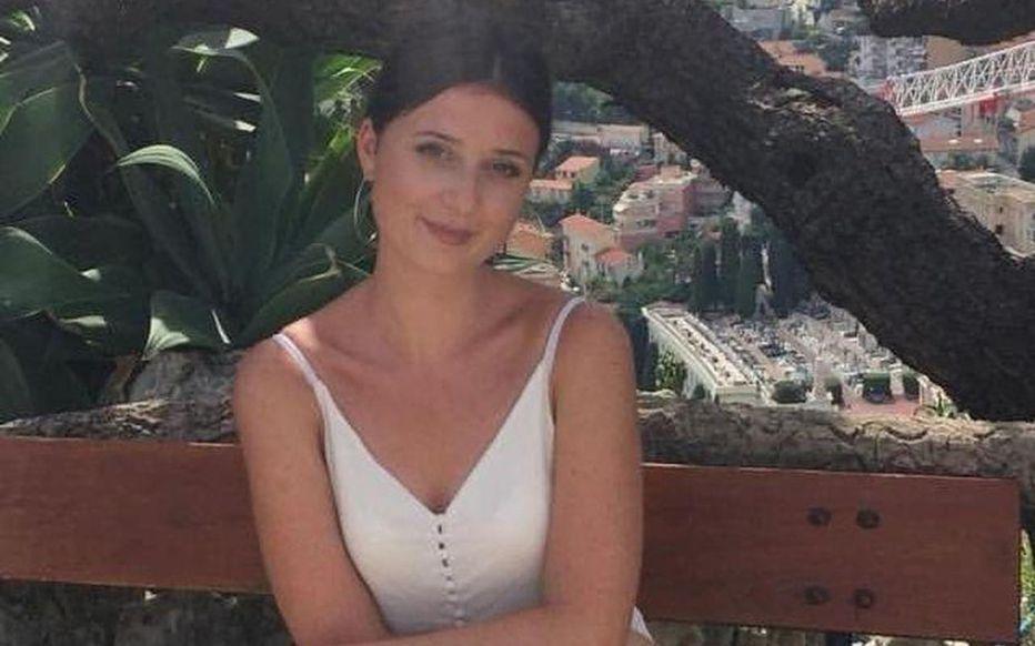 Elise, 25 ans, a été agressée devant sa fille de 3 mois par son ex-conjoint : victime de coups de couteau au cou et à la nuque, la jeune femme sera tétraplégique à vie. Une cagnotte a été ouverte pour l'aider à faire face aux frais médicaux et judiciaires https://t.co/zEHS7mXcH0 https://t.co/8OrVcrXKB8