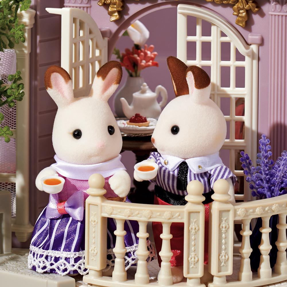 今日は自宅で仕事中のショコラウサギのステラさん。 お仕事の合間に、シナモンウサギのウィリアムさんと紅茶を飲みながらちょっと一息。  ふたりとも、美味しい紅茶でリフレッシュできたみたいです。 皆さんのリフレッシュ方法も教えてね。  #シルバニアファミリー #シルバニア https://t.co/Bf6wM9DhYA
