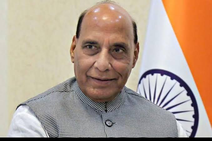 केंद्रीय रक्षामंत्री श्री @rajnathsingh जी को जन्मदिन की हार्दिक बधाई एवं शुभकामनाएँ |  ईश्वर आपको सदा स्वस्थ और दीर्घायु रखे, यही कामना है। https://t.co/CRXoRm6ZdI