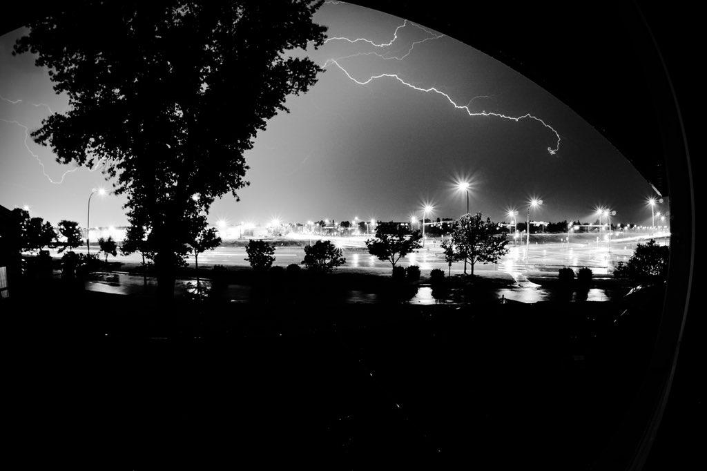 That was a WILD light show tonight! Thank you Mother Nature!! #yeg #yegstorm #longexposure #sonyalphapic.twitter.com/teNHA6HgAX