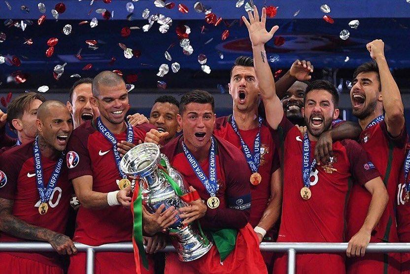 Faz hoje 4 anos que vivemos um dia histórico e único para todos nós! Para mim foi sem dúvida o título mais importante da minha carreira! 🏆🇵🇹 #campeoesdaeuropa2016 #Portugal https://t.co/da5VJn3wFU