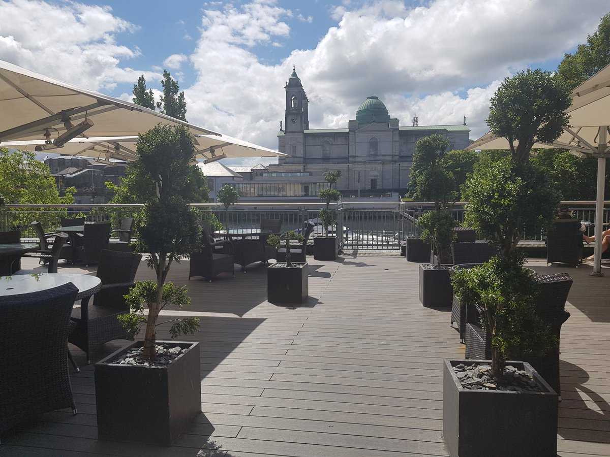 Could you ask for a better view with your coffee this afternoon? 🌸☕ The Coffee Dock is open until 3pm serving delicious @JavaRepublic coffee and tasty treats 🥐🍩 #FridayFeeling https://t.co/5fP2sYJ8ky