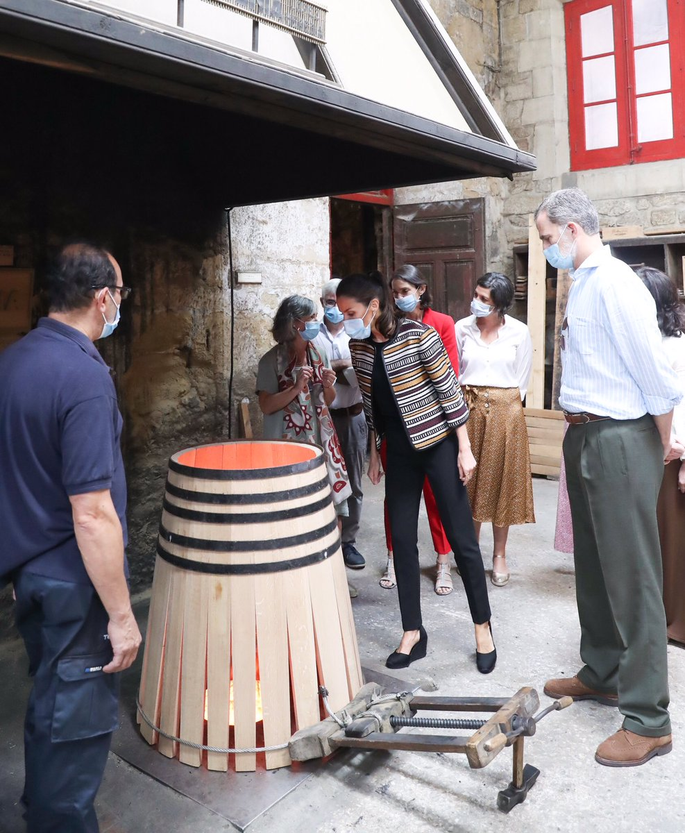 Los Reyes recorren una de las bodegas situadas en Haro casareal.es/ES/Actividades…