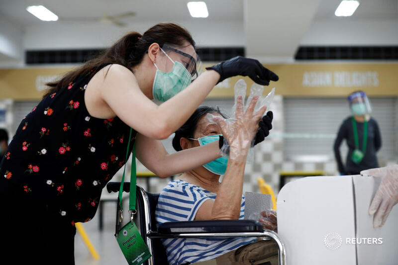 Voting with rubber gloves in Singapore's coronavirus election. Picture by Edgar Su for @reuterspictures https://t.co/LTKG02WsKt
