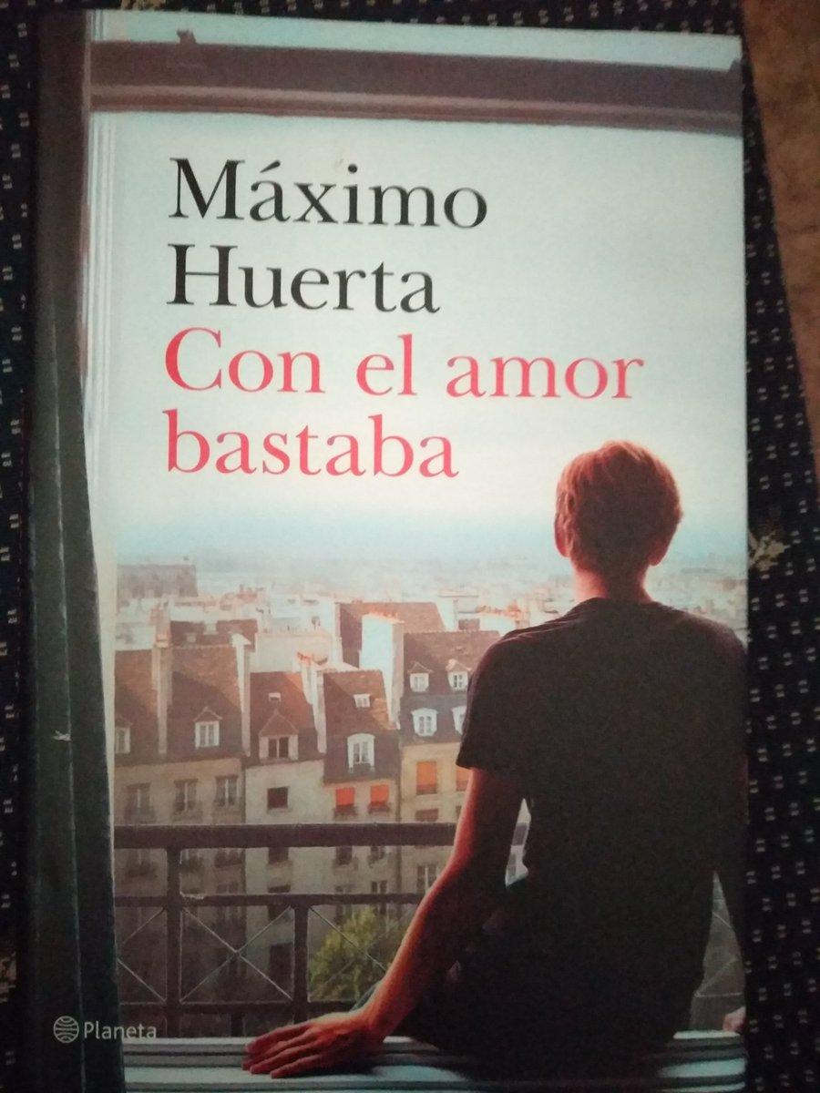 #EstoyLeyendo Con el amor bastaba, de Máximo Huerta. @anikalibros @edit_planeta @Planetadelibros #leoycomparto pic.twitter.com/NxNR57WGRZ