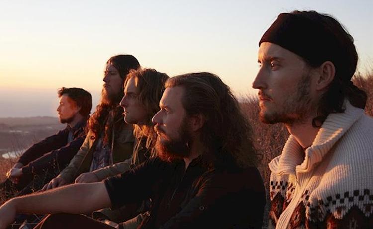 """My Morning Jacket estrenan en streaming la secuela de """"The Waterfall"""". Jim James también ha confesado que el grupo ha grabado un nuevo disco. Verá la luz próximamente ⛰ https://t.co/BuSxVekHhT https://t.co/Twt8i1yReS"""