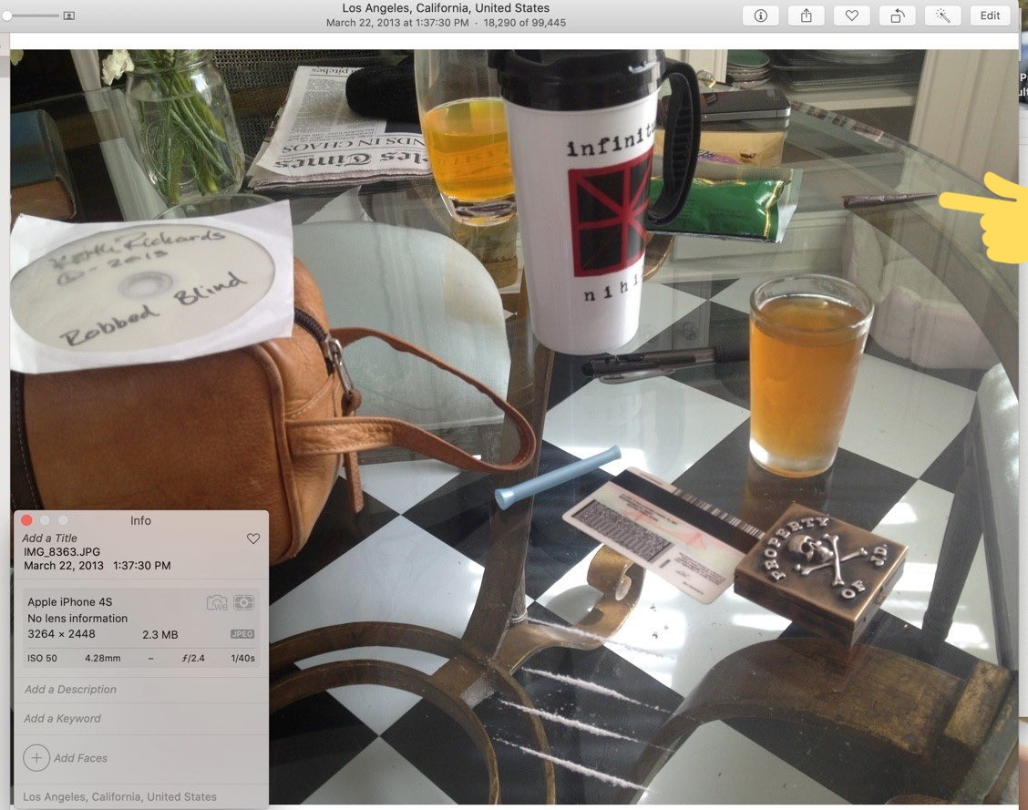 """isn't that Amber's jacket on &whatis that it's like she set table up &was like.. """"no.. it needs more of his stuff.. lets get his tobacco & roll one""""  something off about that rolled cigarettes. pic.twitter.com/eGzqEQmmV6"""