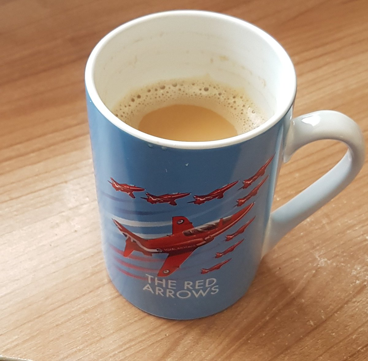 Morning coffee #redarrows @airforcegifts ☕ #FridayFeeling https://t.co/Vtge3tMeH6