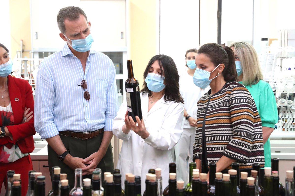 Los Reyes visitan la Estación Enológica de Haro. casareal.es/ES/Actividades…