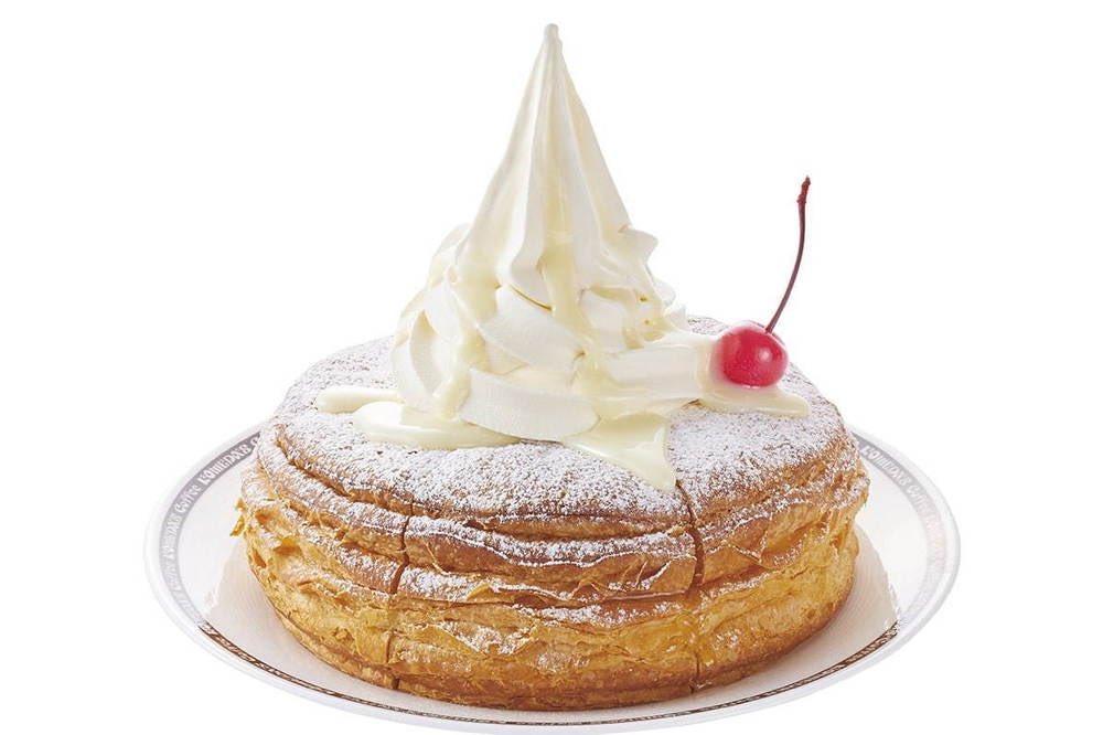 """7月15日よりコメダ珈琲店から、ソフトクリームと練乳、粉糖で""""真っ白""""な見た目に仕上げた「まっしろノワール」が新発売されます✨"""