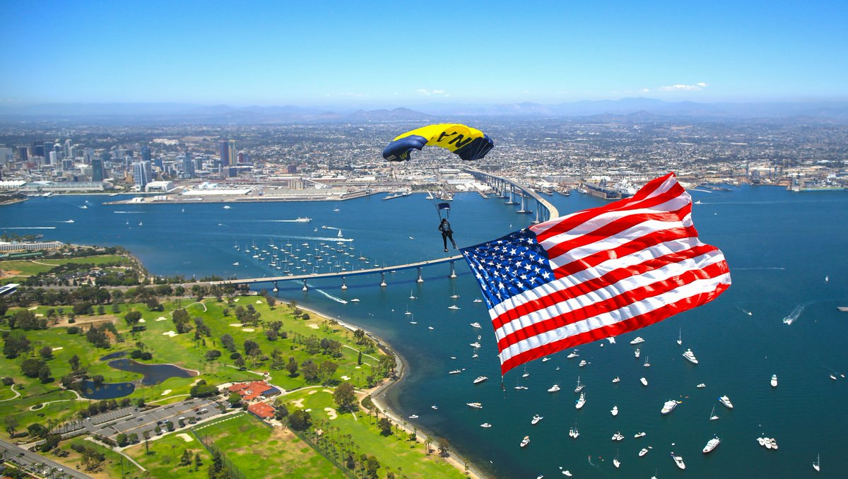 Incredible views of #OldGlory captured by @NavyLeapFrogs on #IndependenceDay2020. BZ, Team!