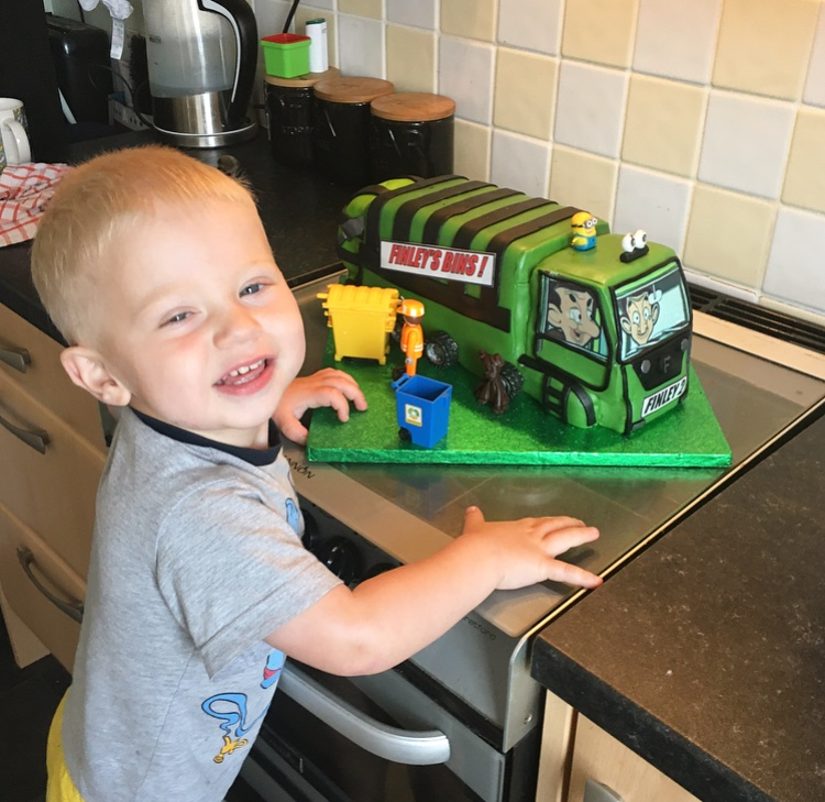 Waiting for the #binmen this morning and has given them some of his binwaggon birthday cake @WiganCouncil shame 2 of our usual binmen wernt there today sorry joe&ian