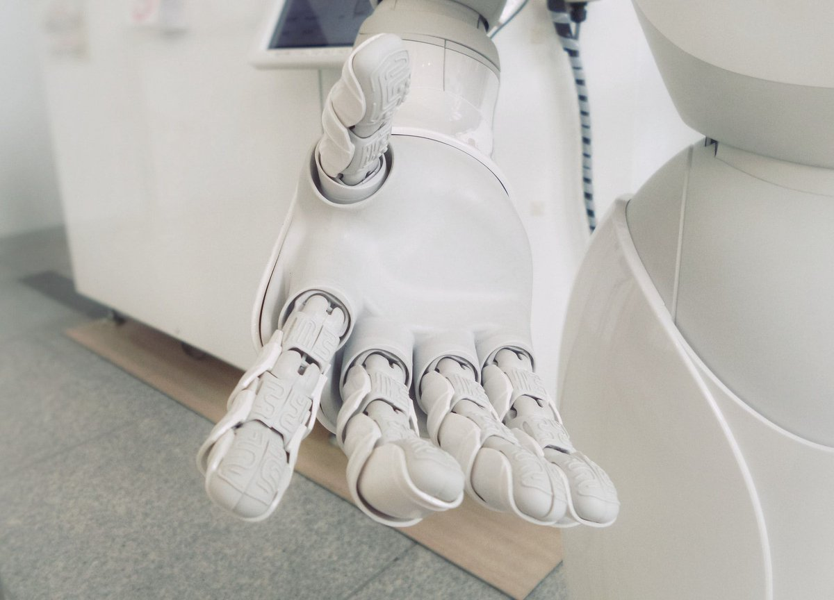.@xdota suggests AI-enabled machines will soon be involved in everything from onboarding customers and employees through to customer service.  We are only at the very beginning of this journey.  Learn more below!  #AI #BusinessTechnology #automation https://bit.ly/2Cf7uMypic.twitter.com/edFdoUbodP