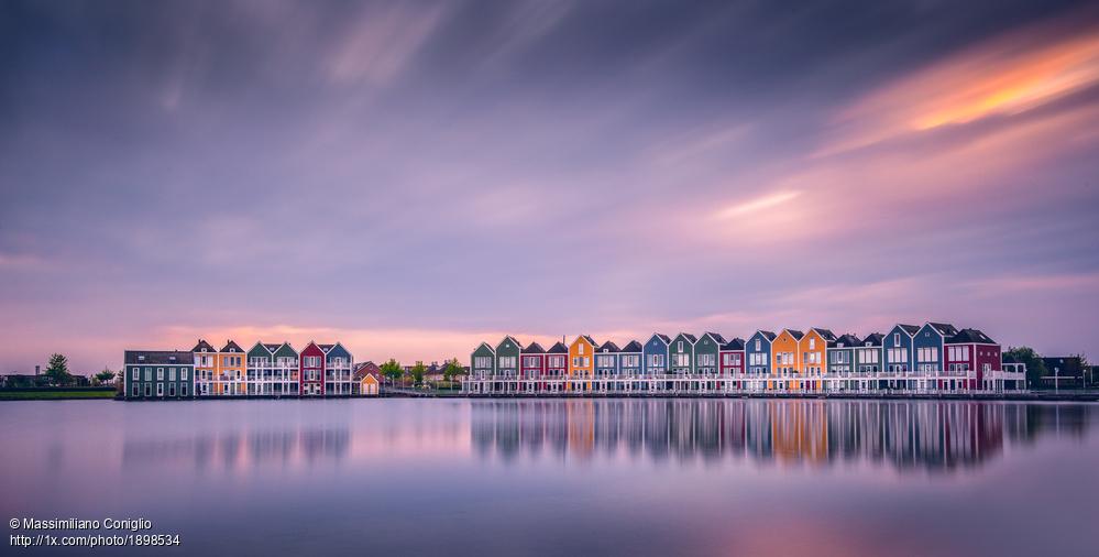 'The Rainbow Houses' by Massimiliano Coniglio. https://1x.com/photo/1898534/popular:all… #Panorama #longexposure #Houses #Netherlandspic.twitter.com/SuULcYxRKm