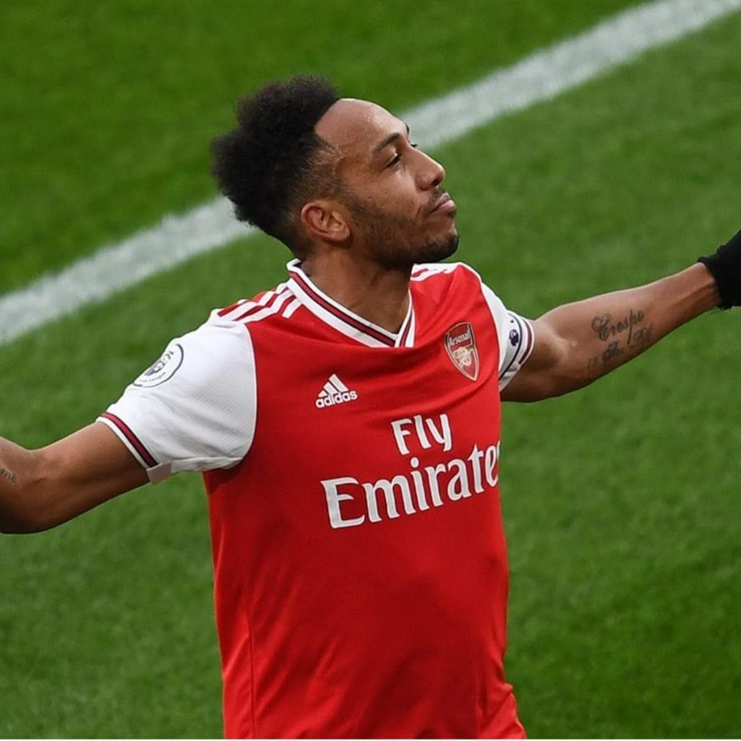 BREAKING:  Talks are positive and moving forward with #Aubameyang.  He wants a 3 year deal and £250k a week. He wants to stay.The club wants him to stay.Negotiations continue.   (Laurens Julien)  Good News! pic.twitter.com/3YueSJCCPU