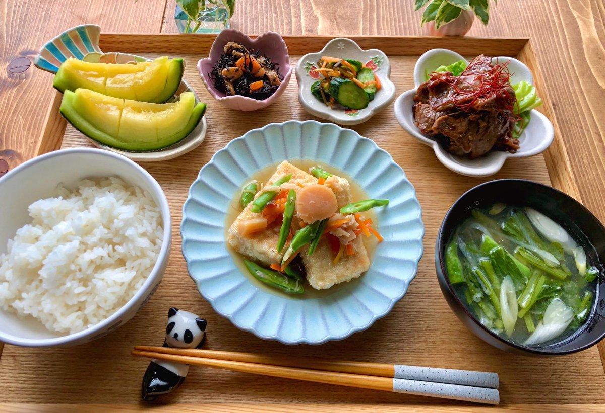 一晩戻した干し貝柱と缶詰のほぐし貝柱を使って揚げ高野豆腐のほたて煮を作りました。マルハニチロさんのレシピを参考に作ったよ。ほたて缶の汁も使ったので旨みたっぷり高野豆腐ももっちり柔らか美味しかったよ。 #Twitter家庭料理部