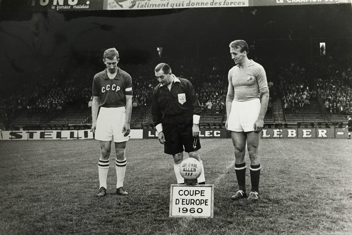 Есть что-то магическое в этих черно-белых фотографиях. ЕВРО-1960. Команда СССР. Победа 👏 ⠀ Больше крутых кадров исторического чемпионства по ссылке: https://t.co/kHt07RPNhw https://t.co/046XIcQzRG