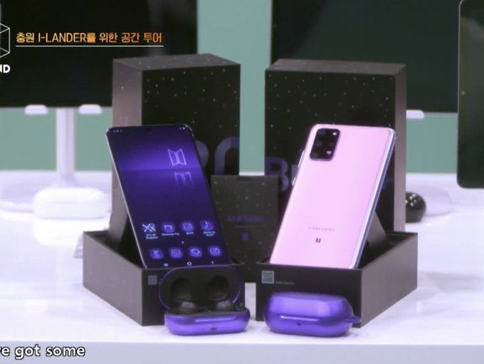 They're really promoting bts x samsung phone sksksksks #ILAND_EP3<br>http://pic.twitter.com/39y4iPxCUV