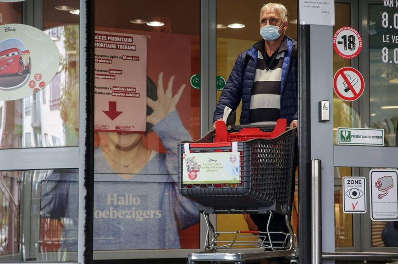 Boris Johnson hints at stricter rules for face coverings in shops mirror.co.uk/news/politics/…