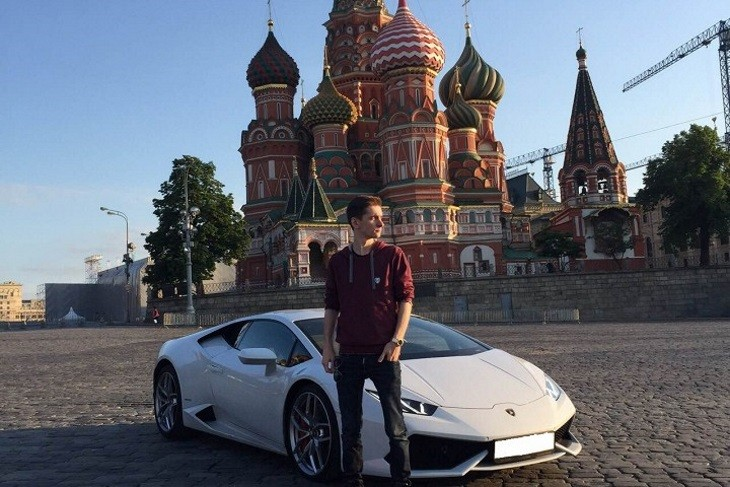 The trial for accused Russian hacker Yevgeniy Nikulin is wrapping up today.  Whatever happens next, never forget the iconic photo he took by a Lamborghini in Red Square, which easily ranks among the most ridiculous hacker pictures ever. https://t.co/zypgxJ67RJ
