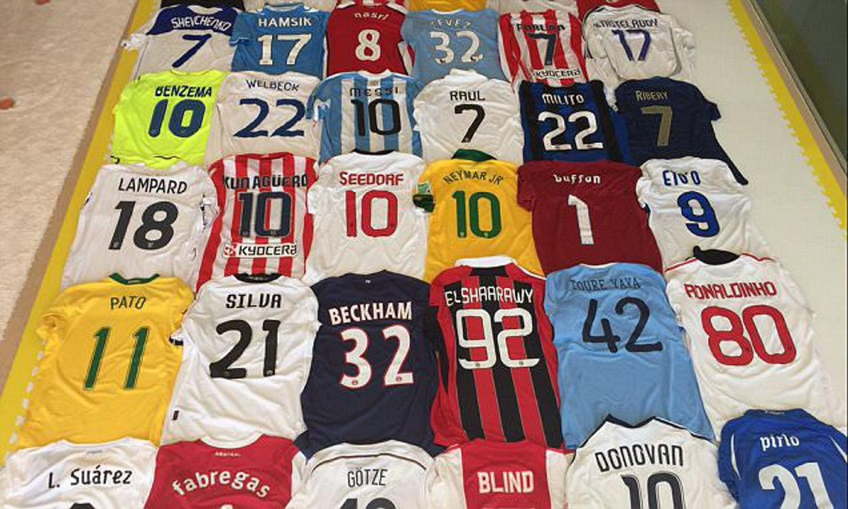 Want to win a FREE FOOTBALL Jersey 👕   Simply do the following to enter:   - Follow @TrollFootball & @Mr_CM_    - RETWEET Post  🚨 COMPETITION ENDS THURSDAY 9PM 🚨 https://t.co/1dPMFZtFrh