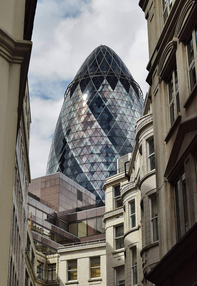 Our next entry for today is a superb use of flattened perspective sent in by Mary Poulton.  Titled Old V New it was shot in the City of London with a Nikon D5300 and kit lens #photoofthemonth #architectural  pic.twitter.com/V53XAiDlaM