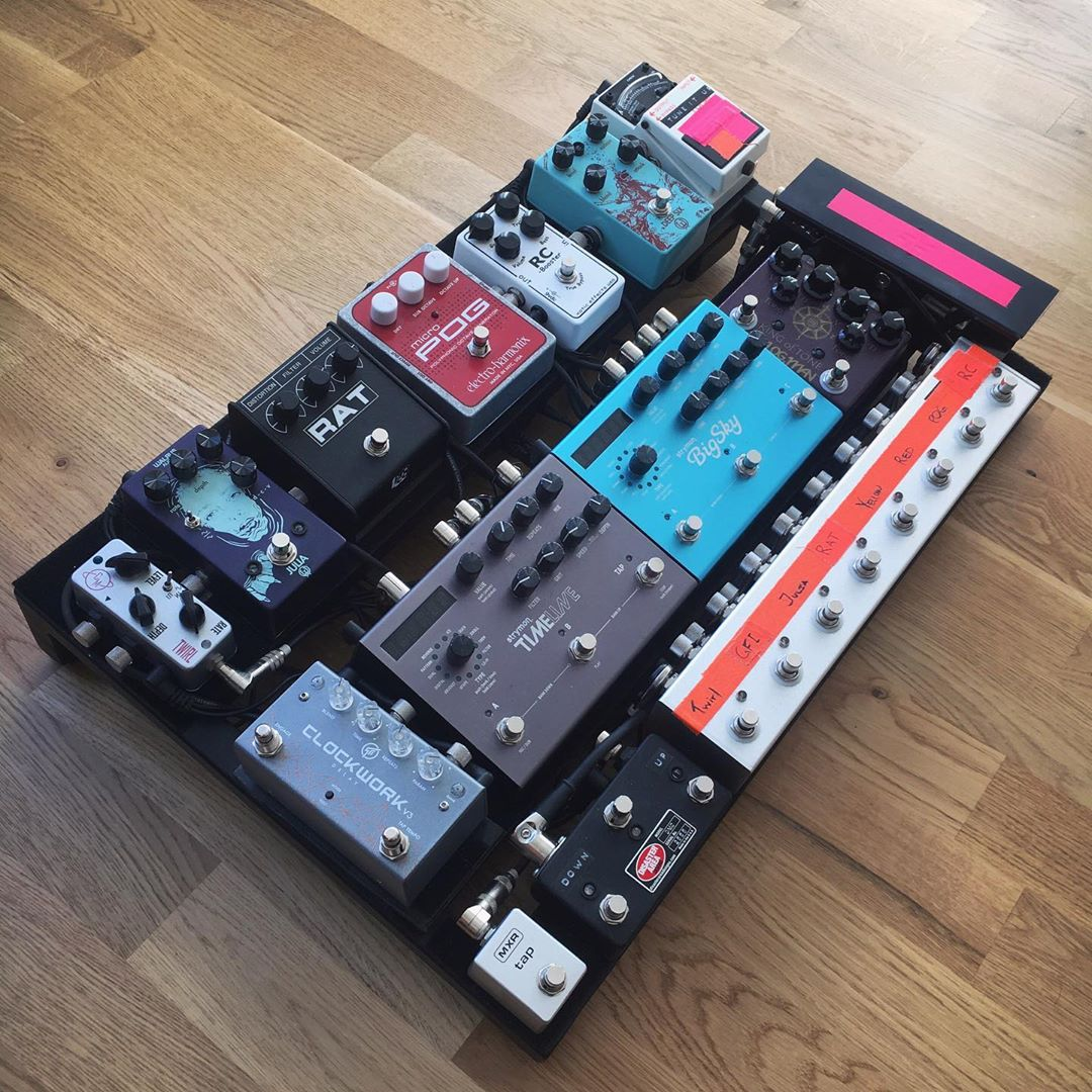 Join us on RigShare – the music gear community! https://rigshare.com  — We are featuring gear every day. Today's gear feature is from @ebrannstroem — #rigshare #rigrundown #geartalk #gearnerds #tonemob #pedalboard #pedalboards #boutiquepedals #toneheaven #guitarist #guitaristspic.twitter.com/PerTeYl59L