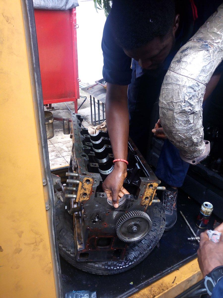 Fitting of crankshaft main bearing..  #ApexEcompany #generators #engineer #dieselengine #dieselgenerators #generatorrepairs #generatorservice #generatormechanic  COURTESY: STRENGTHENEDLORD COMPANY.pic.twitter.com/VFotE2X7ET