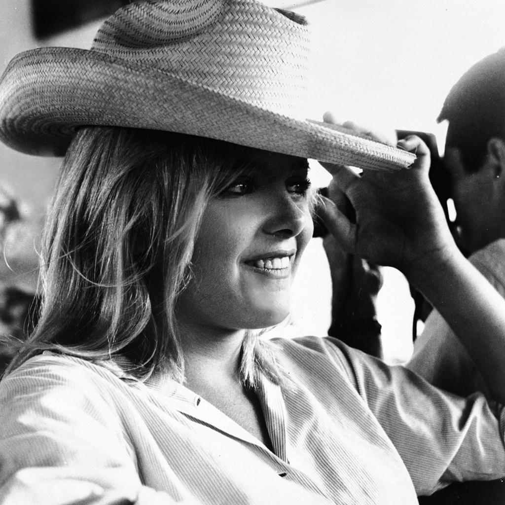 Remembering Sue Lyon on her birthday, here on the set of THE NIGHT OF THE IGUANA ('64). <br>http://pic.twitter.com/yVn5Q37pO2