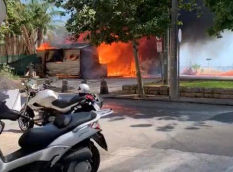 Incendio nell'area di un parcheggio di Ortigia, distrutto un chiosco - https://t.co/r28fhyg0n1 #blogsicilianotizie