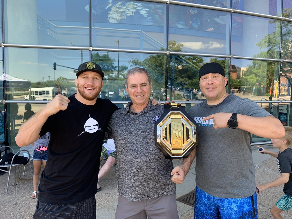 """Justin """"the Highlight"""" Gaethje, champion MMA fighter, at the Denver Aquarium. Justin was there with family and friends to feed his new found love for sharks by doing the cage dive in the shark tank. We have plans to have Justin join us onboard Sharkwater for a shark adventure. https://t.co/eluHyzzbc3"""