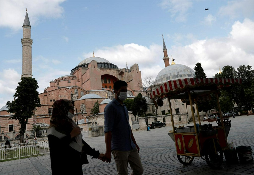 Factbox: Fifteen centuries, two faiths and a contested fate for Hagia Sophia https://t.co/K5r94CssV9 https://t.co/pyYI6NMWKg