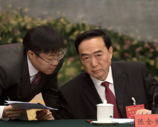 Sanctions target the US-connected financial interests of regional Communist Party boss #ChenQuanguo & 3 other officials. Quanguo is the architect of the #ConcentrationCamps in #Xinjiang, & was previously in charge in Tibet.  https://www.bbc.co.uk/news/world-us-canada-53355697…pic.twitter.com/qSxCBHQAHk