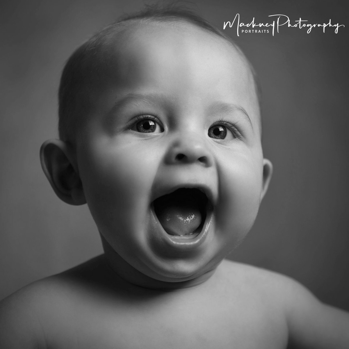 Alfie's got that Friday feeling!  How are you spending the weekend? Let us know if you're coming for a shoot, we can't wait to see you! #BabyPortrait #Studioportrait #Baby #family #love #portraits #photography #mackney #derbypic.twitter.com/VxvHl0rwCG