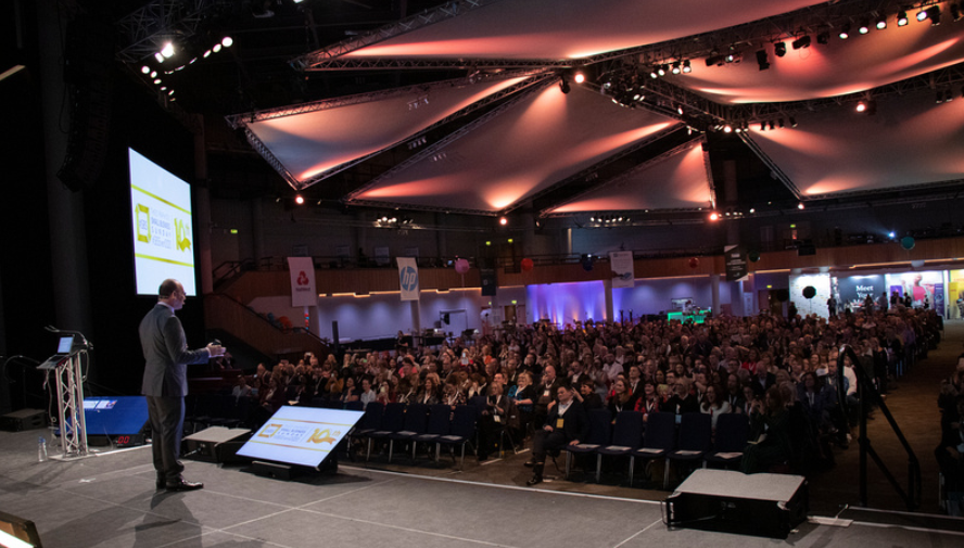 It's Small Business Sunday #SBS tomorrow !  Businesses, tweet me tomorrow between 5pm - 7:30pm using the #SBS hashtag 👍  As a winner you'll be part of a fantastic business community, have access to an annual event, advice, and wonderful sponsors. It's all for free - go for it! https://t.co/yTPb9hJ148