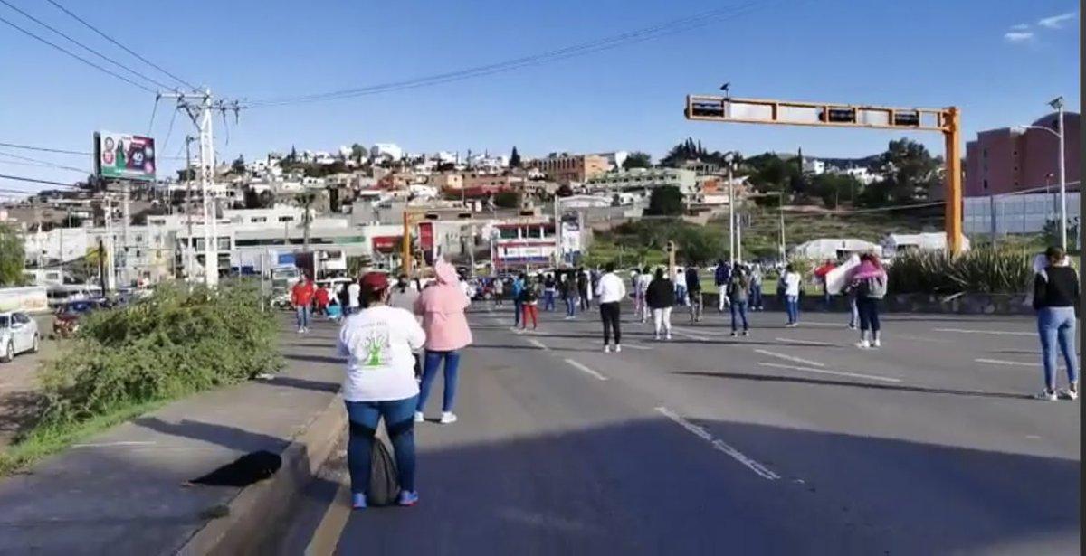 Alex Ramblas On Twitter En Estos Momentos Colectivos De Personas Desaparecidas En Guanajuato Protestan En Silencio En La Glorieta Santa Fe De Guanajuato Fspe Gto Despliega Antimotines Y Demas Elementos Https T Co U9dzag9sk7