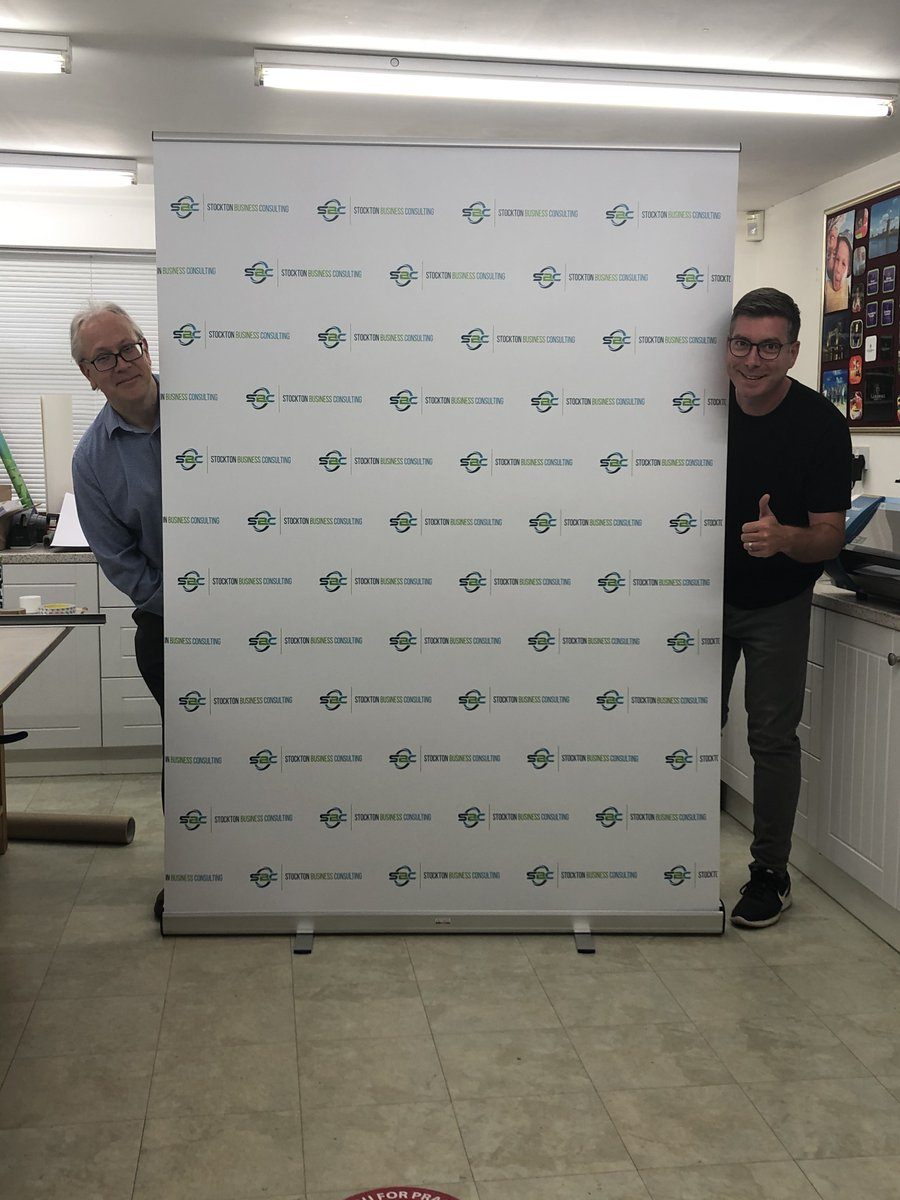 Bit of Friday fun ..... Simon @SBPrintWorcs and myself correctly social distancing whilst collecting my new      pop-up ! Thanks to the team for the fantastic service as always. #worcestershireshour<br>http://pic.twitter.com/1ylAzkvsx2