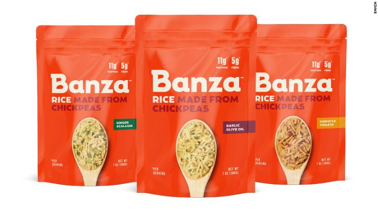 Banza's line of chickpea rice gets a rave review from CNN. The taste and texture is compared to whole wheat orzo or Israeli couscous. With chickpeas at the top of the ingredients list, Banza rice has 11g of protein and just 25g of carbs.    #FutureOfFood https://t.co/haxewN1M81 https://t.co/hKvq9bp58W