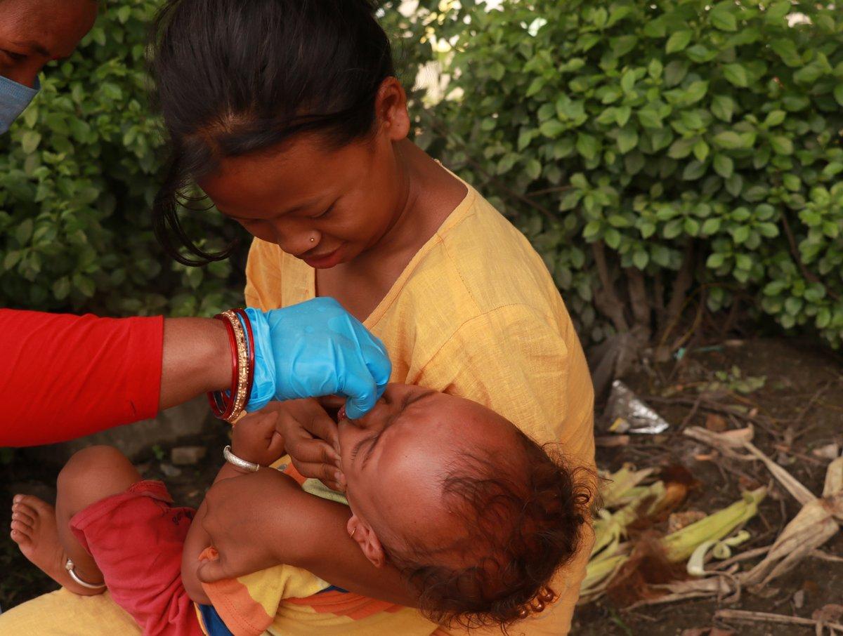 ¡Nada nos para! En Nepal repartimos cápsulas de vitamina A y medicamentos antiparasitarios a los niños. Nuestra campaña se ha reanudado en todo el país, con nuevas medidas de seguridad, tras ser suspendida por un tiempo debido a la #COVID19: https://t.co/jbXW2o8X1Z https://t.co/25M9qao6Fr