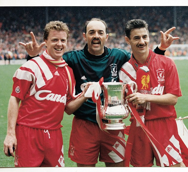He won six league titles at Liverpool in the 1980s and 90s then ended the Reds' title curse because he peed on the Anfield goalposts. Bruce Grobbelaar will be hanging out with @robertmarawa on @MarawaSportShow Live on @Radio2000ZA and @METROFMSA tonight  #MSW https://t.co/ptsFPXFbXY