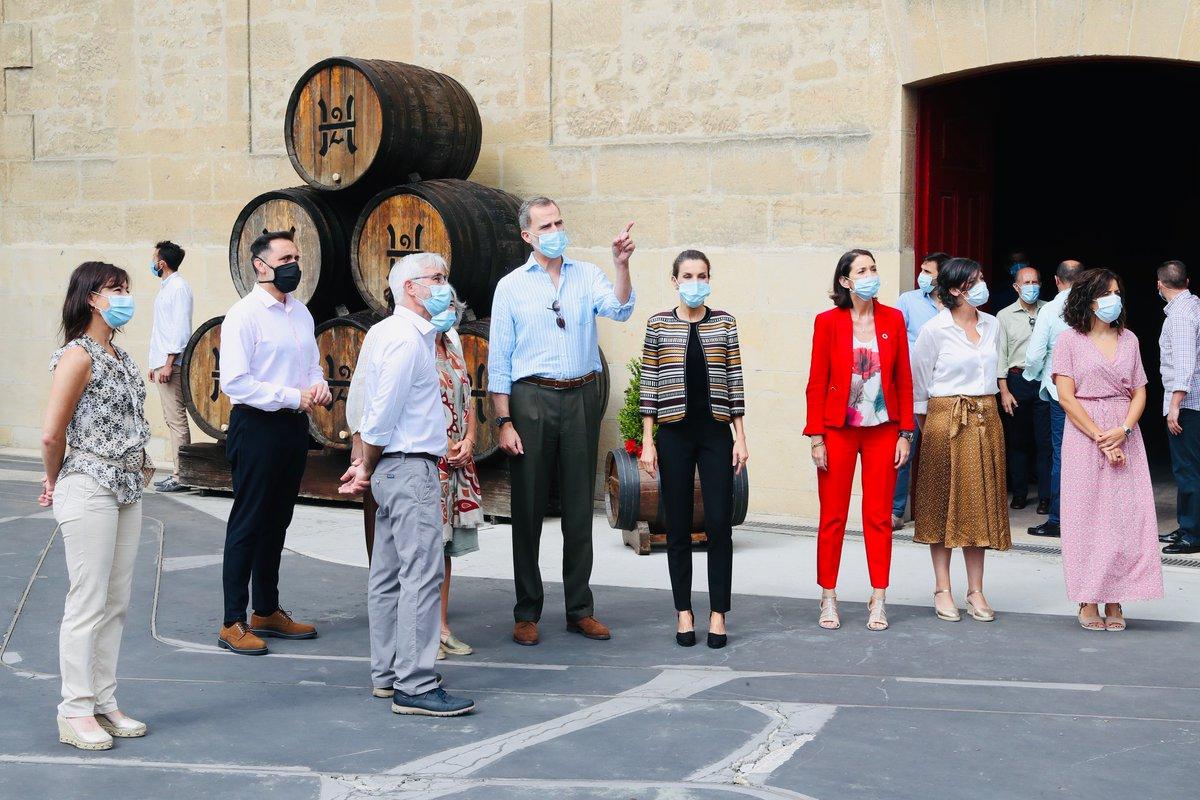 Los Reyes visitaron La Rioja, donde vieron la bodega más antigua de Haro, se reunieron con representantes del sector vitivinícola y recorrieron parte del Camino de Santiago que transcurre por Santo Domingo de la Calzada, donde estuvieron en la Catedral y el albergue del peregrino