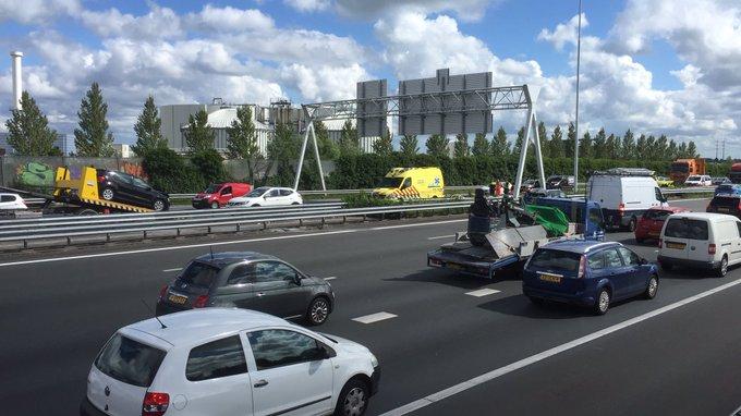 Ongeluk op de A4 Den Hoorn richting Rijswijk zorgt voor vertraging erachter ook bij Wippolderlaan https://t.co/SPxVjvk4is