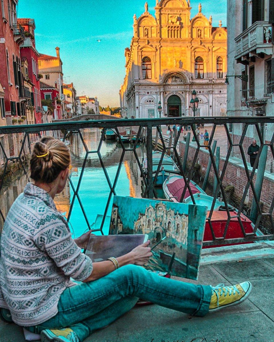 A view from a bridge Venice Italy @BeautyfromItaly @visititalytoday @Britanniacomms @PicPublic @worthSeeingPic @LensAreLive @MartinaRosemann #venice #Italy #Italia #Venezia https://t.co/Gre1ZQOyH0