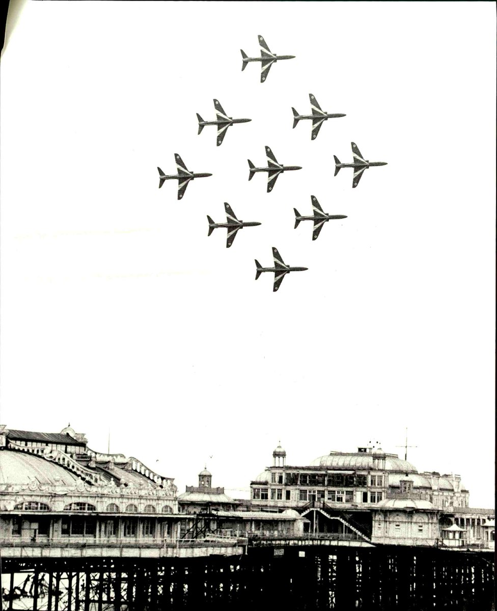 Red Arrows flying over the West Pier! Photography by the #argusarchive #westpier #brighton #argus #redarrows #planes #flying #seaside #brighton #brightonvibes https://t.co/WPPFA8cTra