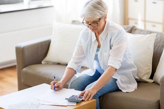 EXPERT INVITÉ. Viser un revenu de retraite indexé implique un effort d'épargne supplémentaire significatif. L'alternative, soit viser un revenu constant, implique littéralement un appauvrissement annuel du retraité. https://t.co/KWdL1A6wCW https://t.co/Dqc9T2cghb