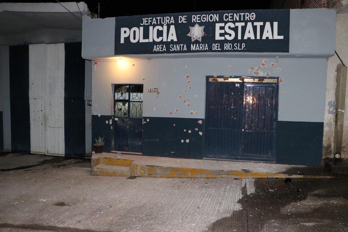 ¡Estado sin ley! 😢 Esta madrugada sicarios del #CJNG rafaguearon las instalaciones de la policía estatal en Santa María del Río, #SanLuisPotosi. Una granada fue encontrada sin detonar. https://t.co/uIzZCseXNa