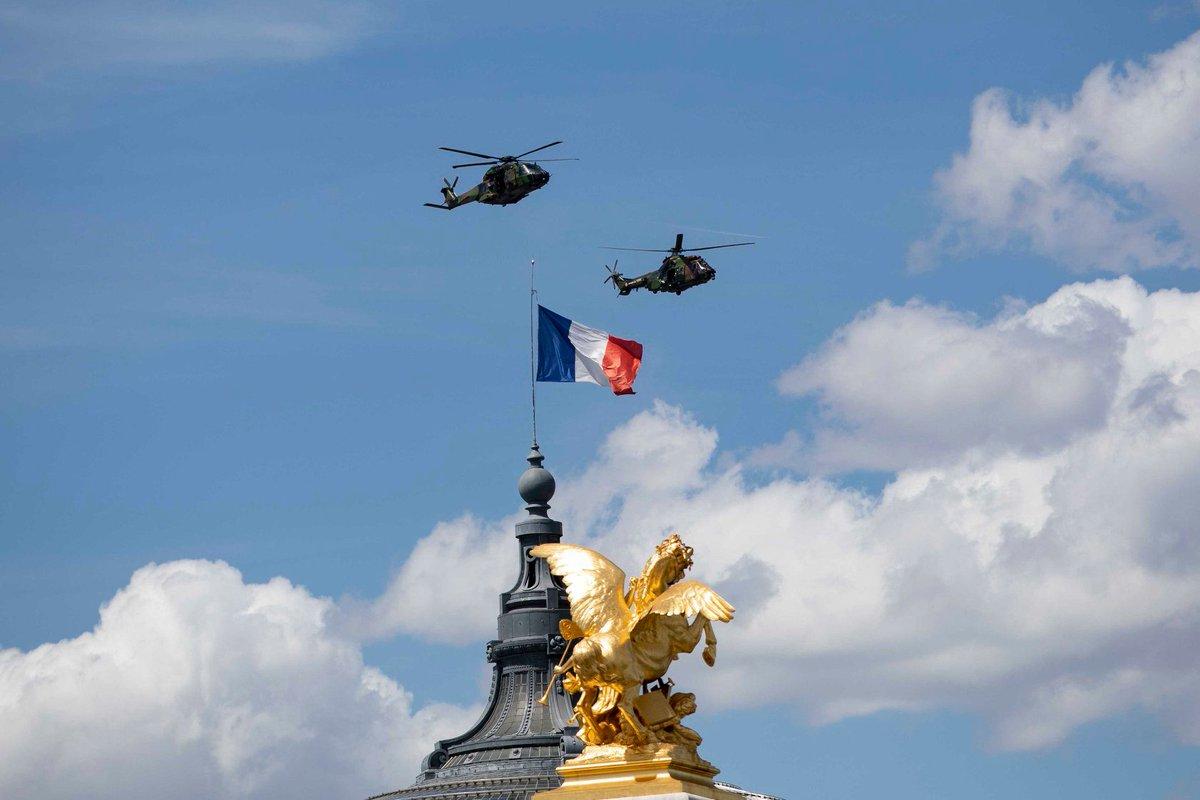 #14deJulio | Ultimo ensayo del Ejército y de la Fuerza aérea antes de la Fiesta nacional 🇫🇷 encima de los Campos Eliseos. Siempre es impresionante !  📸 Judith Litvine / MEAE https://t.co/ABxFwJZzu5