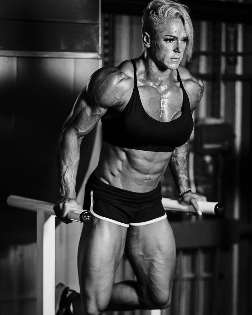 Big ripped female muscles #muscle #fitness #fbb #big #bigmuscle #bigfemalemuscle #bigmusclegirls #femalemuscle #girlswithmuscle #ripped #abs #veins #pectspic.twitter.com/wZZfcP0MC0