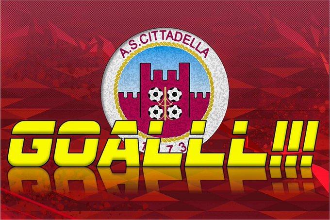 Panico insacca sulla ribattuta di Cordaz; Cittadella-Crotone 1-3 e finalmente reagiscono i padroni di casa.